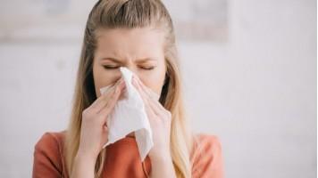 Rinite allergica o raffreddore? Ecco come distinguerli